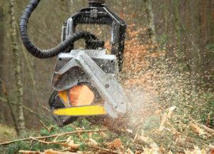 Zakuwanie przewodów do maszyn w leśnictwie
